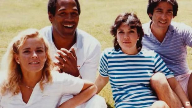 De izquierda a derecha, Nicole Brown, O.J. Simpson, Kris Jenner y Robert Kardashian (Foto: Archivo)
