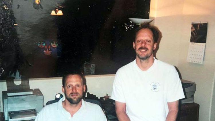 Eric Paddock y Stephen Paddock en una foto de hace algunos años. El hermano del autor de la masacre de Las Vegas vive en Florida y no tenían mucho contacto entre ellos