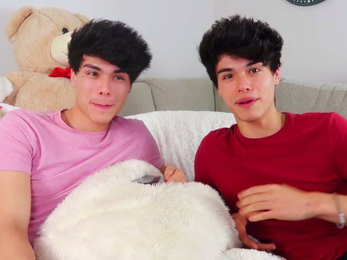 Alex y Alan Stokes, gemelos de 22 años, crearon un canal de YouTube titulado Stokes Twins. Los gemelos empezaron a trabajar con Brent Rivera en el 2017 (Youtube)