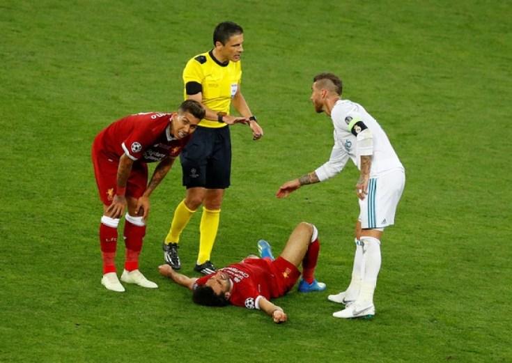 Sergio Ramos confirmó que habló con Mohamed Salah tras la lesión (REUTERS)