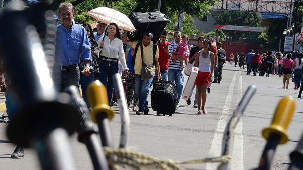 Cientos de miles de venezolanos han migrado a Colombia o cruzan a diario la frontera para hacer frente a la grave crisis económica, política y humanitaria en el país (AFP)