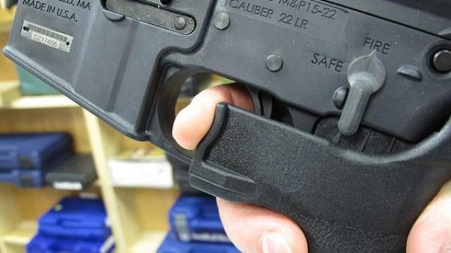 El 'bump stock' es un pedazo de plástico ajustado a la culata de un arma semiautomática para permitir un fuego más rápido (AP)