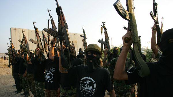 Miembros del Comité de Resistencia Popular, afiliado al grupo terrorista Hamas. El conflicto con al Fatah e Israel degradó las condiciones de vida en Gaza (Getty Images)