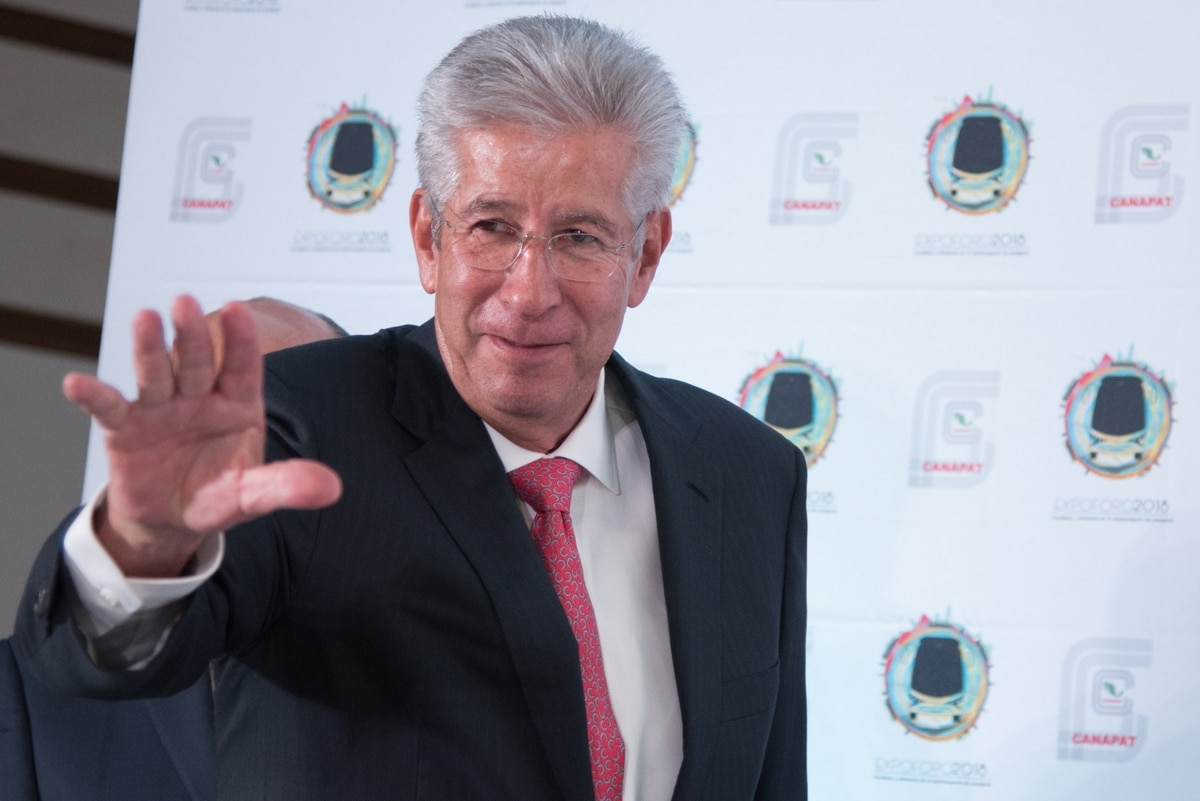 Gerardo Ruiz Esparza, ex titular de la SCT, es investigado por la UIF