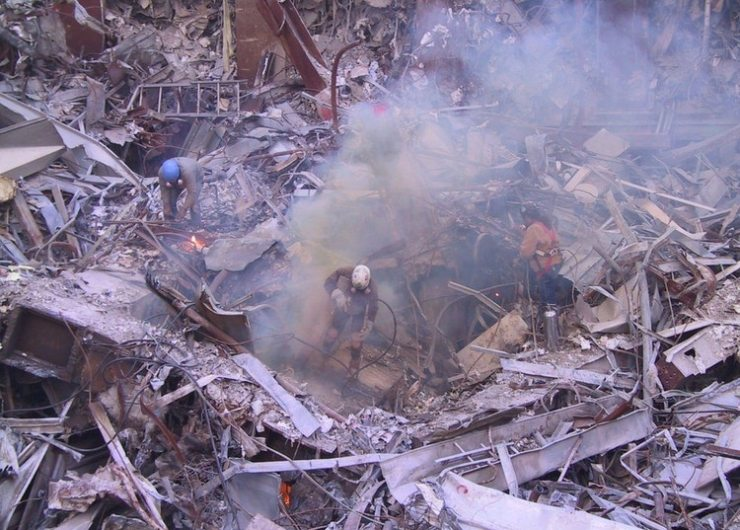 Los rescatistas encontraron entre los escombros más de 800 cuerpos, y 19.500 partes de cadáveres (Foto: Emyl Chynn)