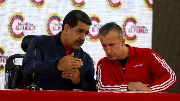 El presidente venezolano Nicolás Maduro junto con el vice presidente Tareck El Aissami durante un acto para la Asamblea Constituyente en Caracas (Reuters)
