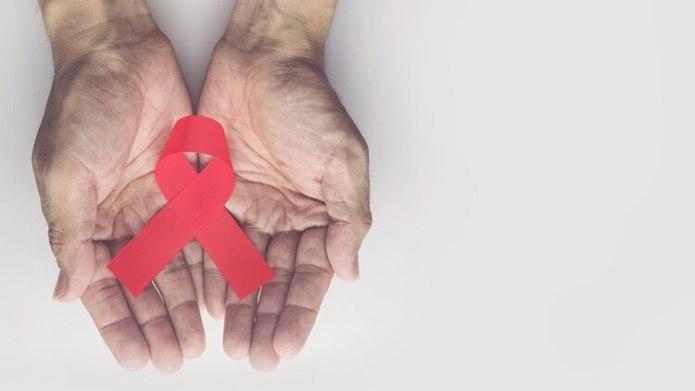 Alrededor de 129 mil personas tienen VIH en la Argentina.