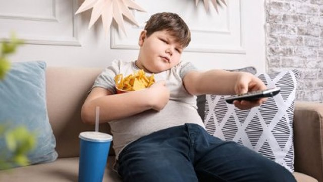 México es el país con mayor población de niños, niñas y adolescentes que padecen sobrepeso y obesidad (Shutterstock)