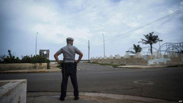 La policía del régimen reprime y vigila a la disidencia cubana