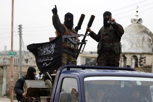 Hezbollah se enfrenta a los terroristas de Al Nusra
