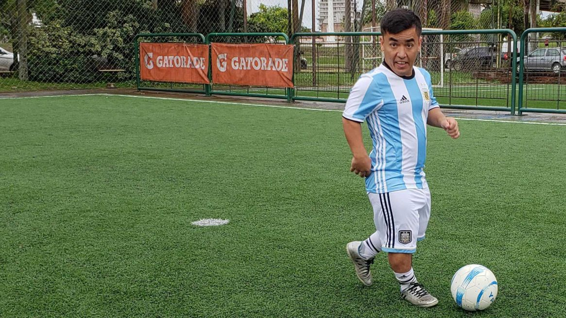 """""""Desposité mi pasión en el fútbol para no pensar en los insultos"""", asegura Facundo. Foto: Gentileza Asociación Civil Talla Baja."""