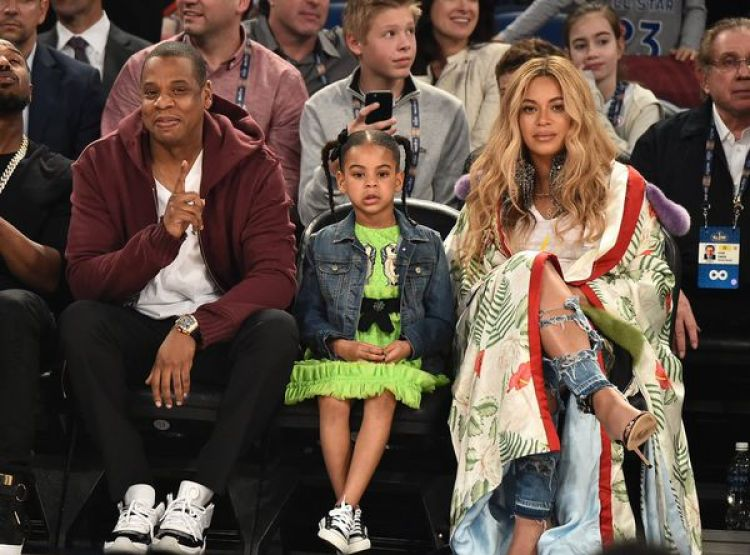 La pareja tiene una hija 5 años, Blue Ivy, y Beyoncé espera actualmente mellizos