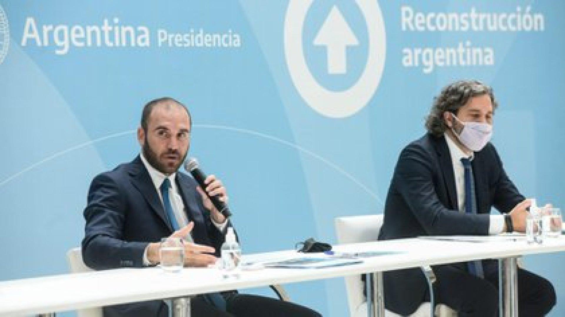El ministro de Economía Martín Guzmán y el jefe de Gabinete Santiago Cafiero