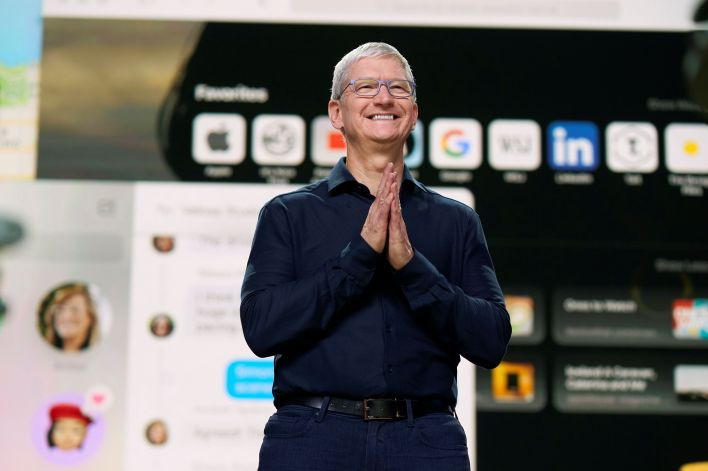 Tim Cook, CEO de Apple durante la conferencia (Brooks Kraft/Apple Inc/Handout via REUTERS)