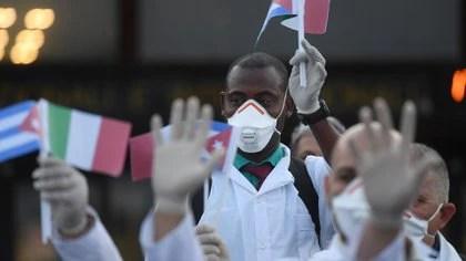 """Human Rights Watch denunció que el régimen cubano """"impone normas draconianas a los médicos en misiones sanitarias que vulneran sus derechos fundamentales"""" (REUTERS/Daniele Mascolo)"""