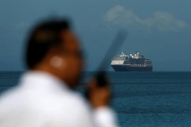 El crucero puesto en cuarentena en Japón ha elevado el nivel de alerta mundial (Reuters)