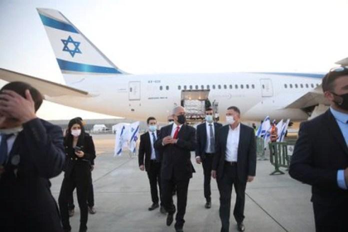 El primer ministro de Israel Benjamin Netanyahu y el ministros de Salud Yuli Edelstein (Motti Millrod/REUTERS)