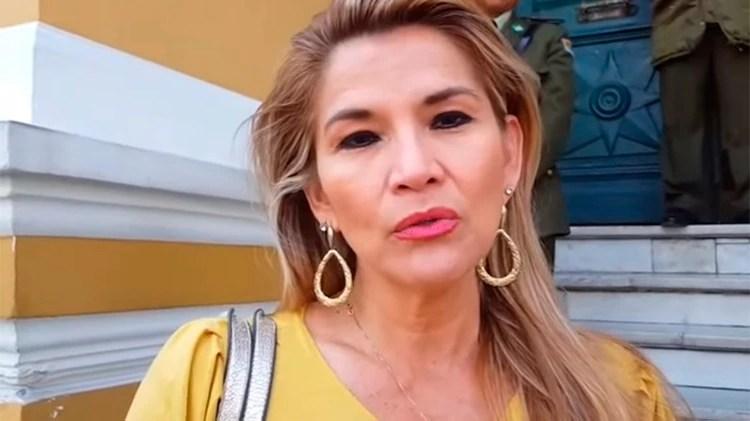 La senadora opositora Jeanine Añez asegura que le corresponde a ella asumir el poder en Bolivia