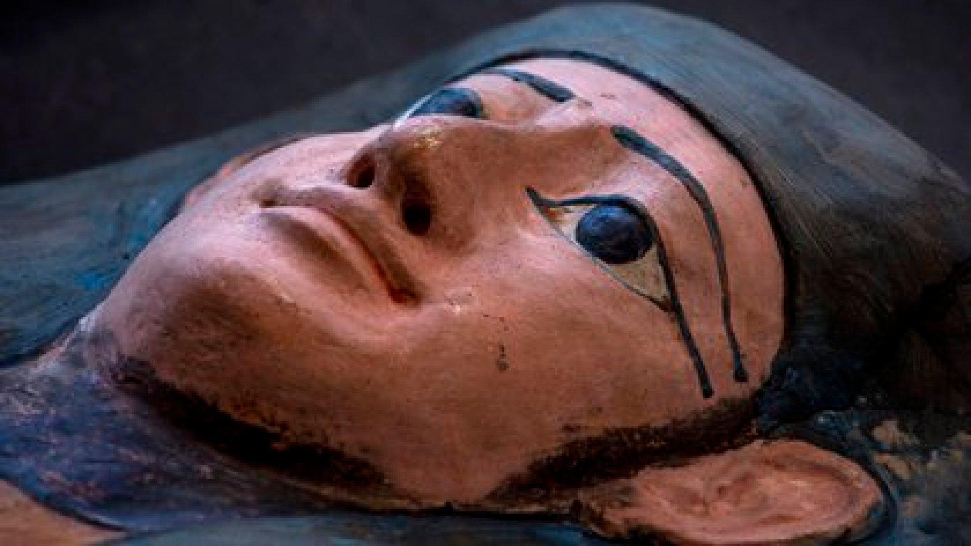 Estos hallazgos serán repartidos en varios museos egipcios, incluyendo un nuevo establecimiento que se abrirá en las afueras de El Cairo (AP/Nariman El-Mofty)