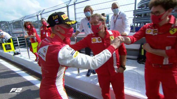 Mattia Binotto y Mick Schumacher Ferrari