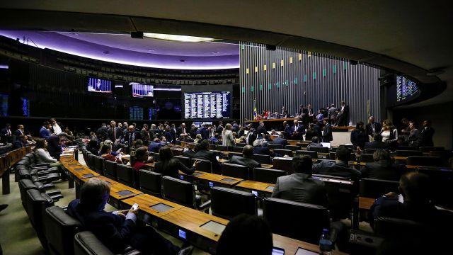 379 parlamentarios dieron luz verde para que avance la reforma (Reuters)