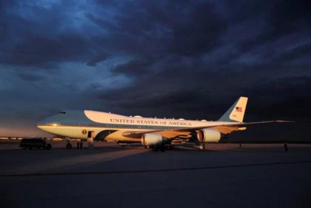El Air Force One, basado en el famoso avión de línea Boeing 747, es un símbolo de la presidencia de EEUU (REUTERS/Carlos Barria)