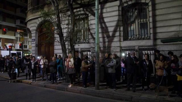 El departamento de Juncal y Uruguay de CFK. El lunes por la noche fueron allanados dos pisos de ese edificio por el juez Claudio Bonadio (NA)