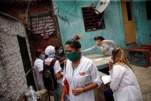 """""""Bajo la fachada de la cooperación humanitaria, se montó una operación política destinada a subsidiar a Cuba y adoctrinar a los venezolanos más pobres"""", denunció el autor de """"La invasión consentida"""" el paso de 220.000 trabajadores de la isla por Venezuela. (REUTERS/Manaure Quintero)"""
