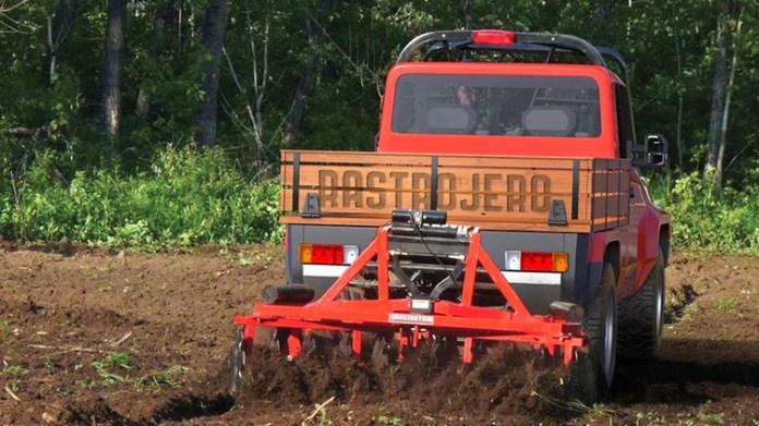 Dispondría de la potencia y el torque para asumir labores propias de un tractor