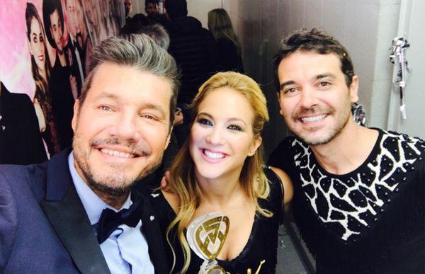 Marcelo Tinelli junto a la última pareja campeona del Bailando: Pedro Alfonso y Flor Vigna