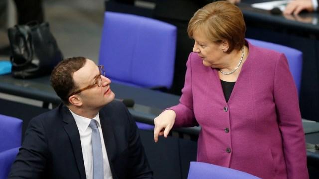 Spahn junto a la canciller de Alemania, Angela Merkel (Reuters)