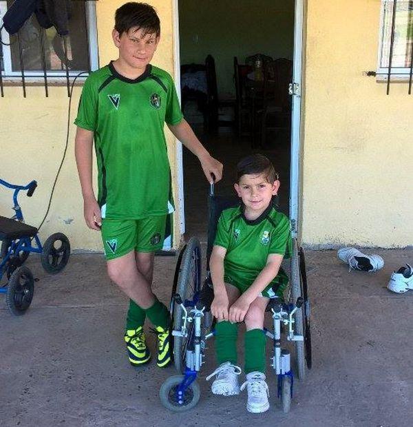 Los hermanos Reiriz, con los colores del club Las Achiras (Gentileza Adriana Degeneve)