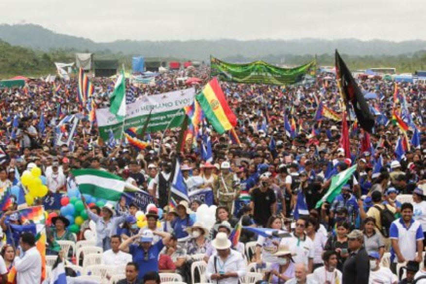 Supporters attend a caravan of former Bolivian President Evo Morales after his return to the country, in Chimore, Bolivia.  REUTERS / Ueslei Marcelino
