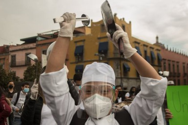 Workers in the restaurant sector demonstrated in Mexico City (Photo: Cuartoscuro / Victoria Valtierra)