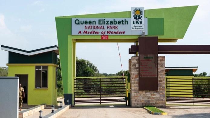 La entrada del Parque Nacional Queen Elizabeth, a donde los turistas concurren para safaris fotográficos(Grosby)