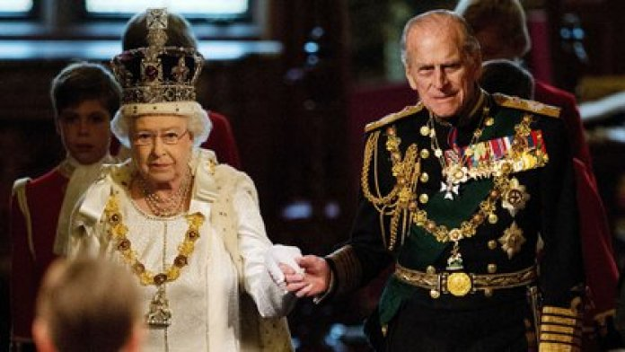 La reina Isabel II junto a Felipe (Leon NEAL / POOL / AFP)