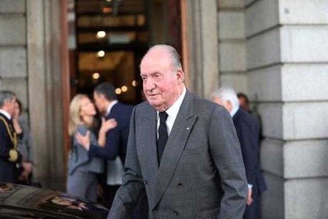 El rey emerito Juan Carlos está investigado por corrupción y dejó España para residir en Emiratos Árabes.