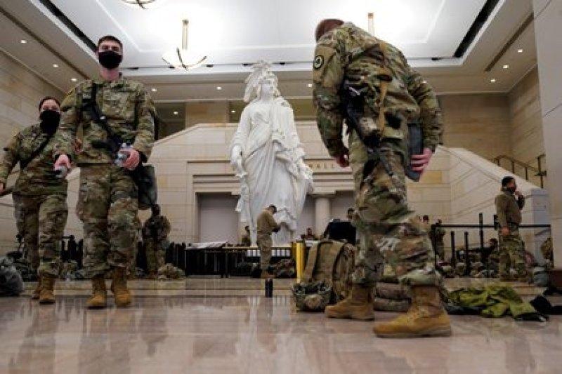 El interior del Capitolio amaneció militarizado para impedir nuevos ataques de extremistas políticos (Reuters)