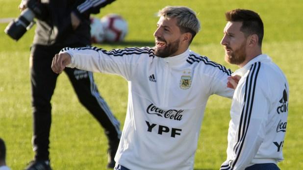 Agüero y Messi son grandes amigos desde su época en las selecciones juveniles (AFP)