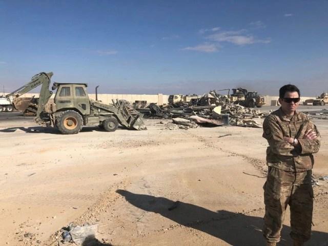 La base aérea de Ain al-Asad en la provincia de Anbar, en el oeste de Irak, es un complejo en expansión a unos 180 kilómetros (110 millas) al oeste de Bagdad y alberga a unos 1.500 miembros del ejército norteamericano (AP)