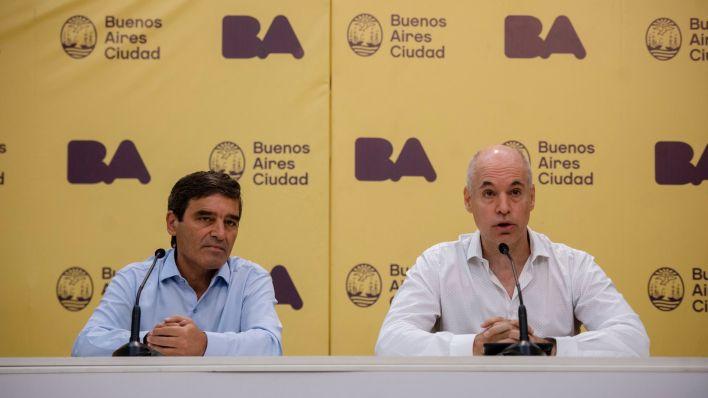 El jefe de Gobierno porteño, Horacio Rodríguez Larreta (der) y el ministro de Salud, Fernán Quirós (Crédito: Adrian Escandar)