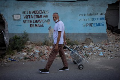 La economía venezolana lleva 8 años en recesión. EFE/Rayner Peña R.