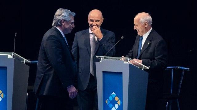 Alberto Fernández junto a Roberto Lavagna y José Luis Espert en el debate presidencial (Adrián Escandar)
