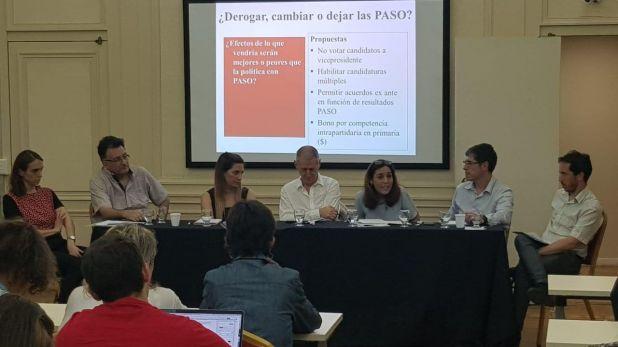 El panel central de la jornada contó con la participación de especialistas y dirigentes políticos.