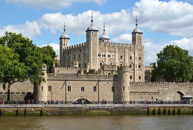 """""""Tower of London"""" ahí donde se forman filas y filas de turistas para conocer los secretos de la corona británica"""