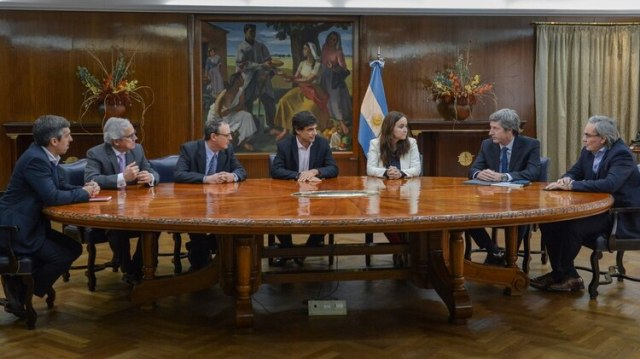 Hernán Lacunza, Ministro de Hacienda, Finanzas y Energía y su gabinete,comenzaron a trabajar en el detalle de los efectos de las medidas de alivio a los sectores de menores ingresos anunciadas por el presidente Macri, y la resolución que pueda surgir del Consejo Nacional del Empleo
