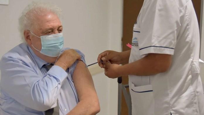 ginés gonzález garcía recibió la vacuna sputnik v