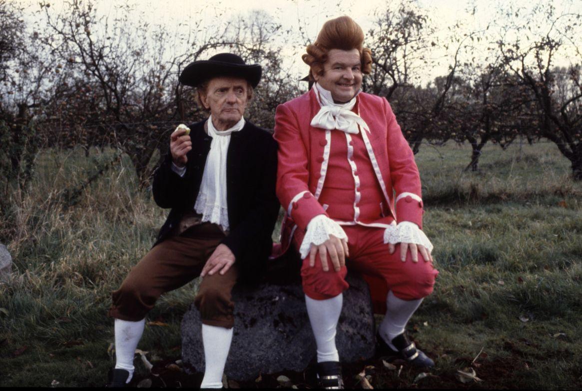 """Benny lo vio actuar en el teatro under y se convenció de que Jackie Wright podía ser una gran figura de su programa. """"Era un tipo adorable. Estoy muy triste"""", dijo Hill cuando supo de su muerte (Thames TV Archive)"""