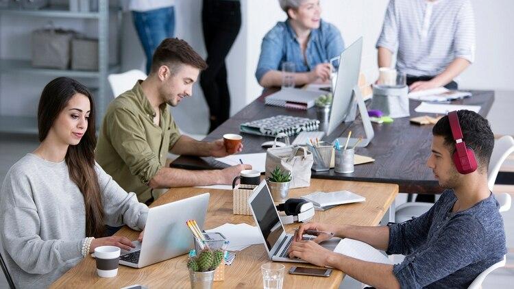 Una de las grandes ventajas es la de relacionarse con otros profesionales o colegas