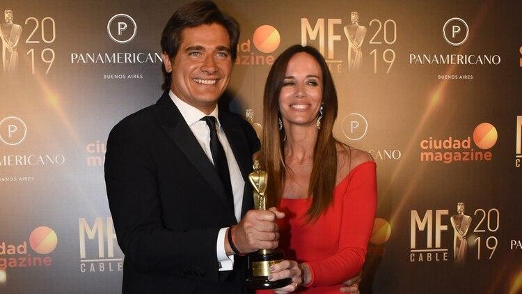 Guillermo Andino junto a su mujer Carolina Prat en la entrega de los Martín Fierro